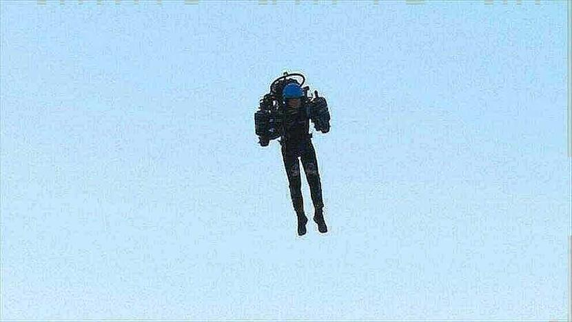 airline crew spots guy in jetpack flying 6000 feet over lax in 2nd dangerous incident